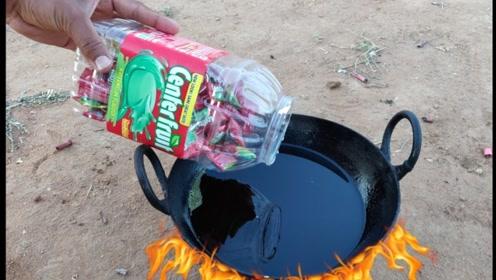 把口香糖放进油锅里炸熟就能吃吗?老外恶作剧测试,感觉香味溢出屏幕