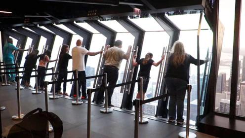 最刺激的玻璃窗,300米高空可自动倾斜,你敢玩吗?