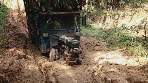 看这拖拉机厉害吧,农村泥巴路,畅通无阻