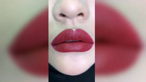 破产姐妹max同款丰唇,这完美的玻尿酸痕迹,是花了不少钱啊