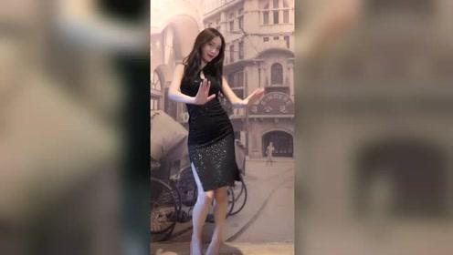 把旗袍穿出这般风情万种,这姑娘实在过于优雅迷人!