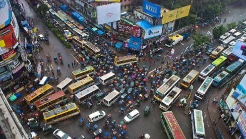 """全球""""最拥堵""""国家,人口密度是中国9倍,女性还在不断的生孩子"""