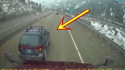山路上这两越野车完全作死,被撞到怀疑人生!