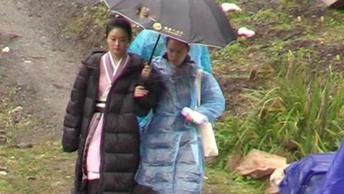 与冯绍峰庆生后,赵丽颖冒雨拍戏到凌晨,两个举动超暖人心