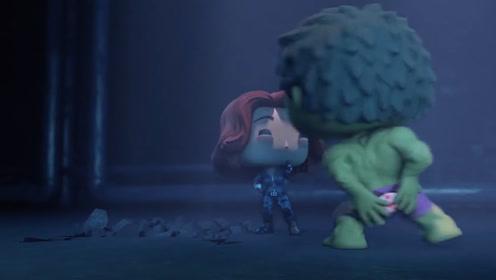 绿巨人为了救人夺走炸弹,炸弹在他屁股下面爆炸,没想到却暴露出他的秘密
