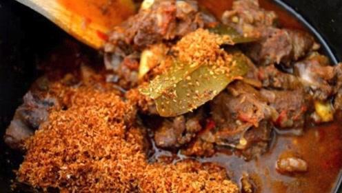 """印度街头的""""咖喱肉"""",看完制作过程,快吃不下饭了"""