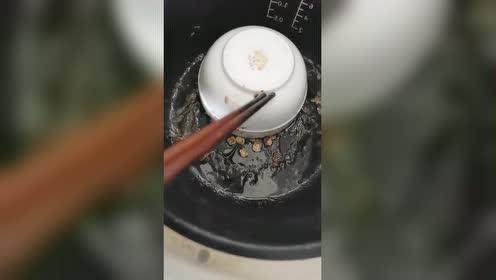 在家想做清蒸鸡吃!于是就做成了这样!果然网上都是骗人的!