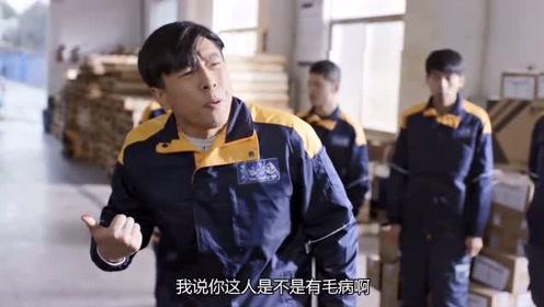 《在远方》徐工和李小彪产生意见打架,爱莲想劝架,姚远:不用!