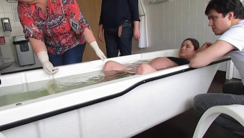 """国外流行的""""水下分娩"""",对身体好吗?胎儿不会被水呛到吗"""