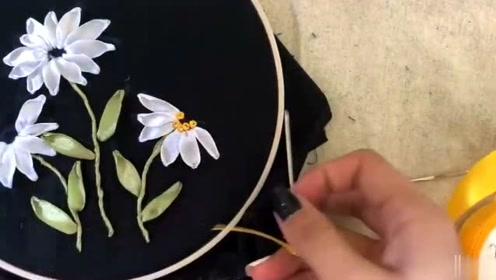 看看3D立体刺绣,缎带雏菊花,简单又好看