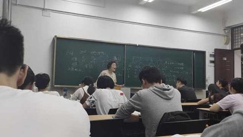 厦大教授开设闽南语选修课:教闽南话30多年,学生抢课靠摇号
