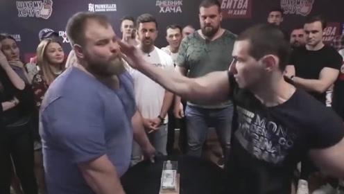 """300斤俄罗斯人参加""""打脸比赛"""",一巴掌应声倒地,麒麟臂恐怖如斯!"""