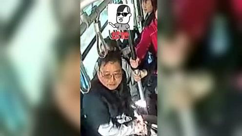 乘客怂恿公交司机怼出租:司机真撞了!