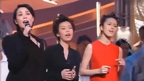 王菲现场演唱《上海滩》,温暖的嗓音太迷人,林忆莲为她伴唱