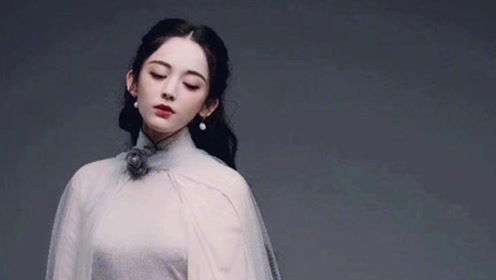 娜扎民国造型定妆照曝光 穿白旗袍曲线完美