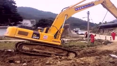 挖掘机师傅:快点兄弟,快坚持不住了!