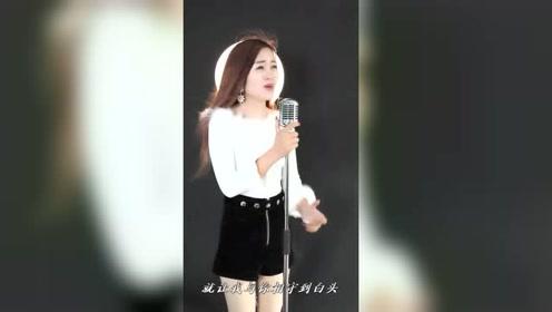 气质的女人爱唱歌,真是歌美人美!
