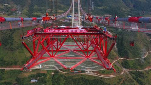 航拍,金沙江金安大桥,首片钢桁梁吊装过程