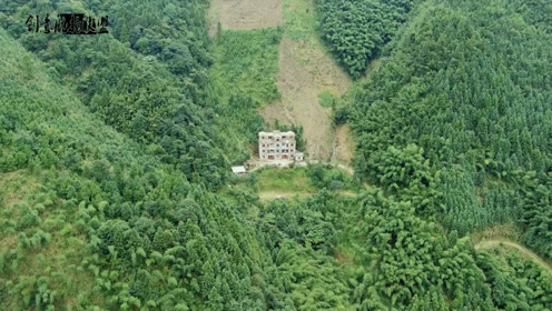 土豪表哥花80万修别墅,藏在深山不通路,这地方你看他到底图什么