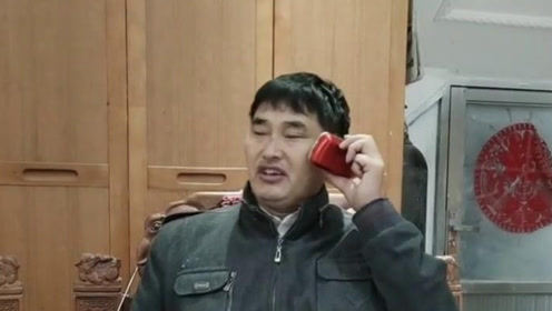 大衣哥练歌大衣嫂包饺子,幸福的俩口子!