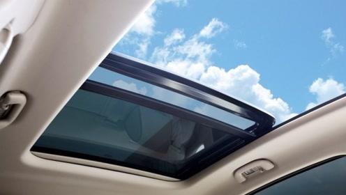 汽车有天窗和没天窗有什么区别?车主哭诉:到了冬天就明白了!