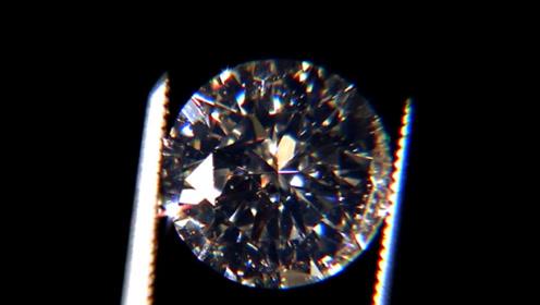 钻石真的很坚硬吗?老外用液压机测试,这下后悔都晚了!