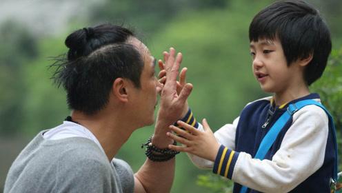 吴镇宇晒儿子近照,费曼眼角伤疤清晰可见,怪不得当年气得摔话筒