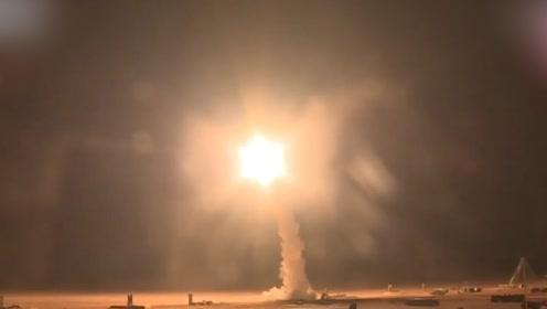 直击解放军跨区奔袭实弹演练:数枚防空导弹夜间发射划破苍穹