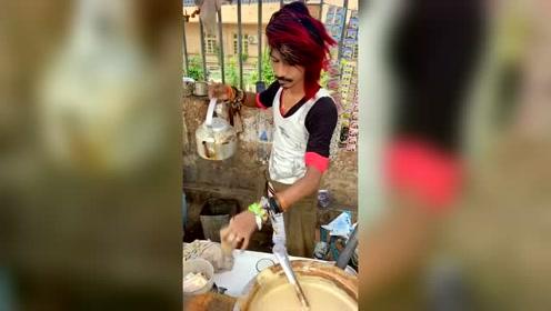 打卡印度阿萨姆奶茶,老板造型很眼熟!是中国非主流跨国开店了?