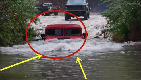 悍马遇到河流就是彪悍,直接加速冲刺,司机真是够猛的!