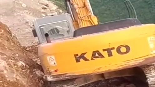 以后再也不打算去蓝翔学挖机了,工作环境也太危险了!