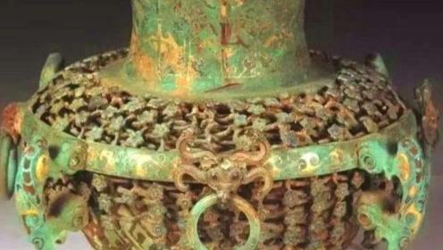 老农挖出40公斤黄金和一花瓶,却将花瓶直接丢弃,专家:那才值钱