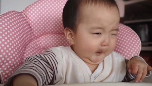 小宝宝第一次吃辅食,吃到嘴里小萌娃脸都变形了,也太难吃了吧