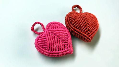 手工编织小饰品,用线编织漂亮爱心香包钥匙扣