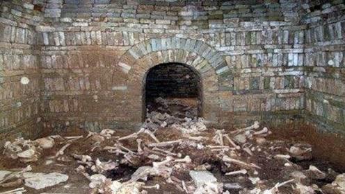 村里挖出大型古墓,清理发现30具尸骸,专家却笑了!