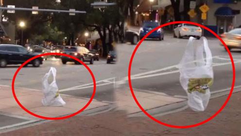 """街头惊现""""塑料袋""""过马路,装上了人腿?吓得路人撒腿就跑"""