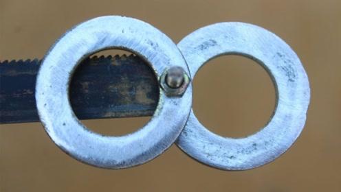 将两个铁环连接在锯条上有什么用呢 感觉他们真的机智