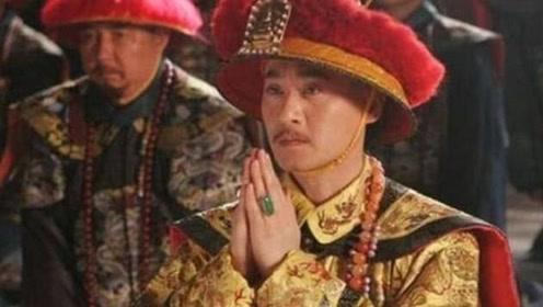 乾隆退位不让权,嘉庆当傀儡皇帝期间,有没有不满的表现?