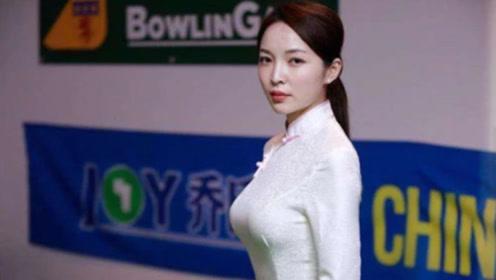 不输潘晓婷!中国女裁判一身旗袍亮相台球场,网友直呼女神