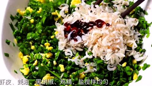 用韭菜和鸡蛋做馅料,又酥又香的春卷,非常的诱人!