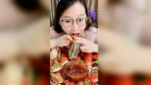 美女吃海鲜,这吃相也是没谁了!