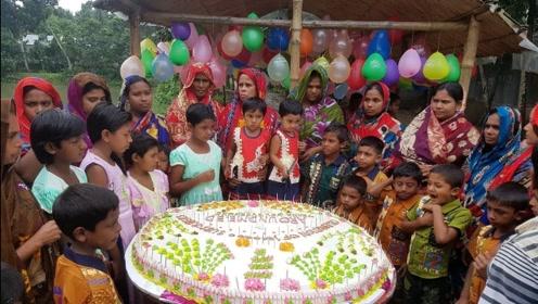 印度村民做100磅大蛋糕,全村人一起庆生,场面太吃惊了!