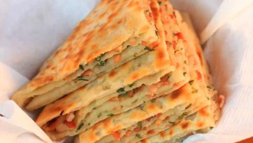 葱油饼最好吃的做法,一擀一卷,做法简单又营养,家里经常做着吃