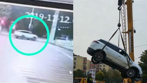 亳州宋汤河里捞上来一辆SUV 车内驾驶员却不见踪影