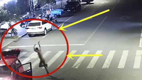 深夜男子喝醉后,竟大马路上疯狂倒车甩尾,作死表演翻跟斗路人已看呆!
