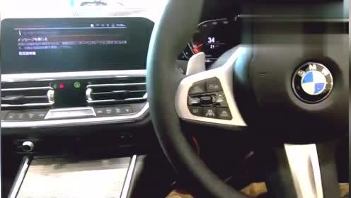 2020款宝马320i运动版,车身太美了,近距离感受下