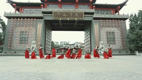 少女穿红裙华服,挑战中国舞《赤伶》!