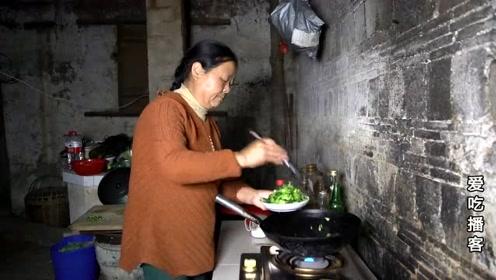 农村媳妇无怨无悔嫁给大8岁的大爷,38年了生活幸福吗