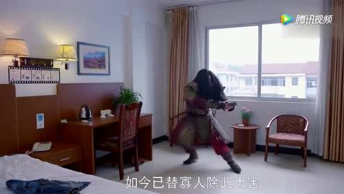 穿越皇帝在现代打开电视!看到里面的自己!吓得坐都坐不住了!