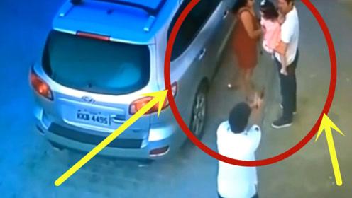 男子带情人孩子逛街,竟被妻子抓现行,下一秒情人亲眼淡定看男子倒地!